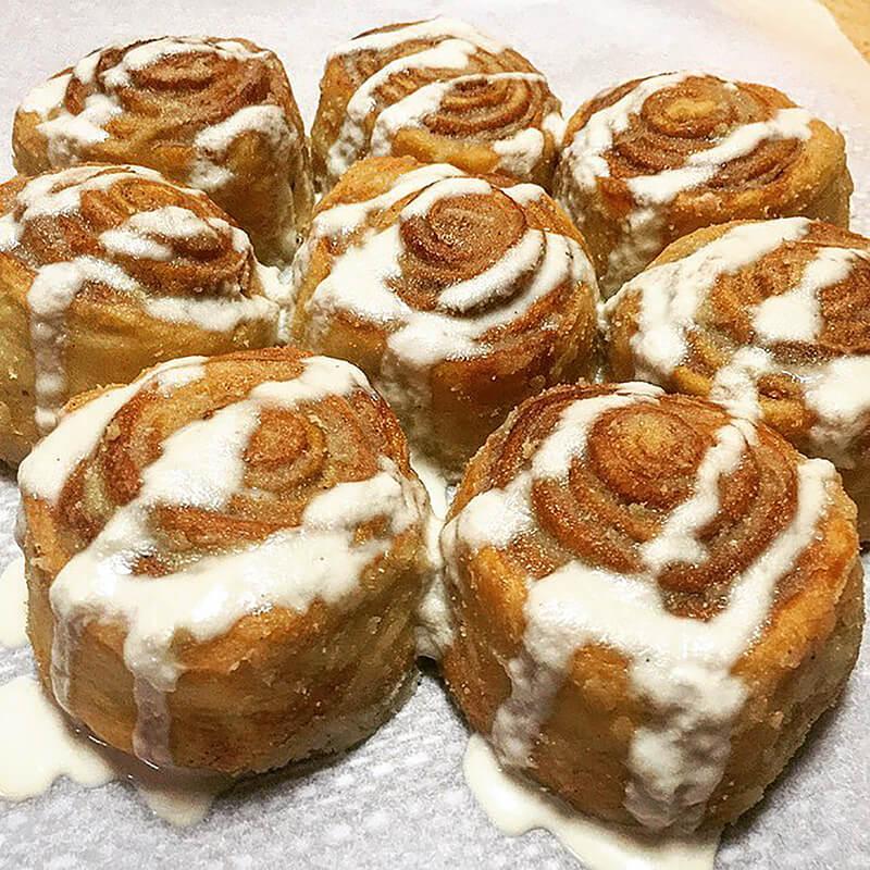 Cinnamon Rolls with Vanilla Cashew Icing